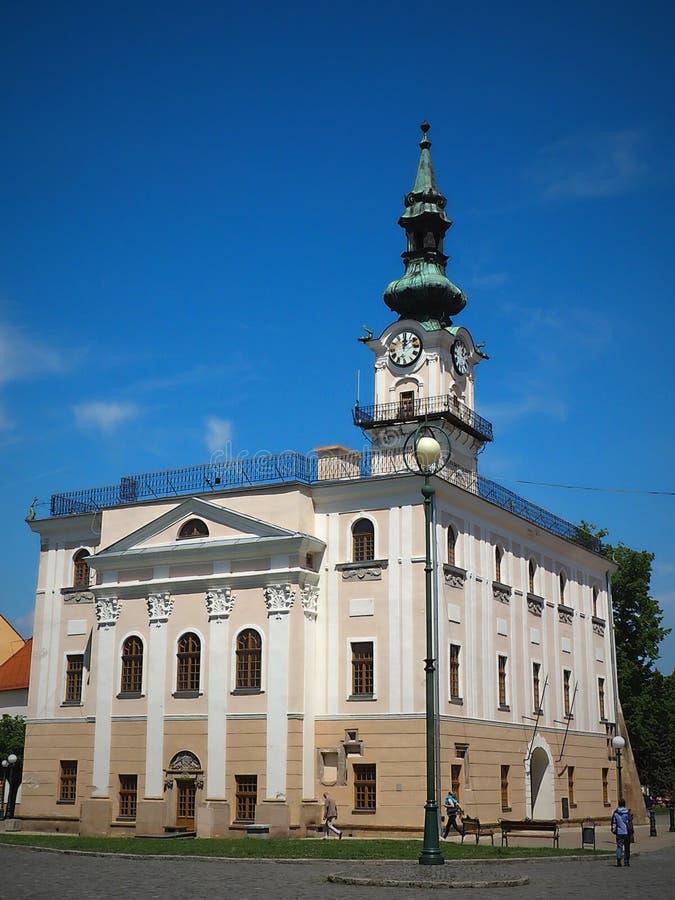 El primer ayuntamiento de Kežmarok se colocaba en una de las calles más viejas de Kežmarok - el viejo mercado fotografía de archivo libre de regalías