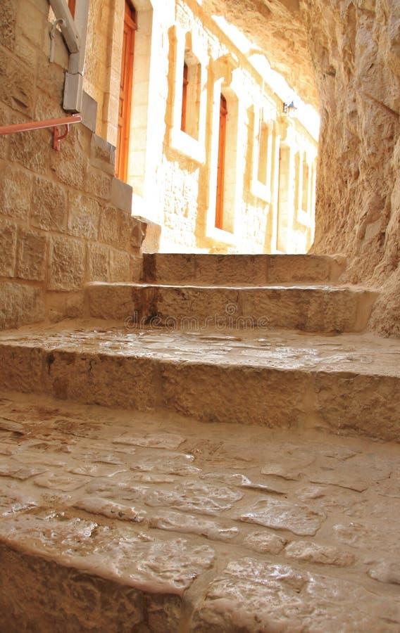 El primer camina en el monasterio de la tentación imágenes de archivo libres de regalías