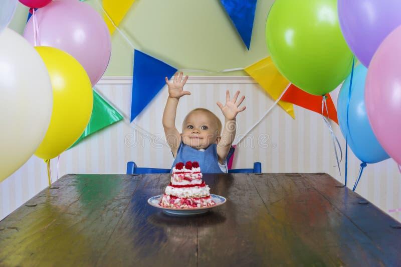 El primer cumpleaños del bebé feliz foto de archivo libre de regalías