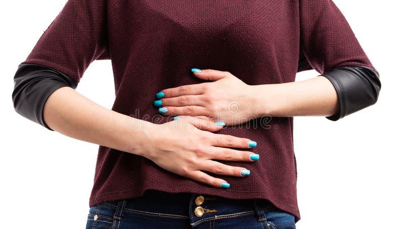 El primer de la mujer joven da sostener el estómago doloroso foto de archivo libre de regalías