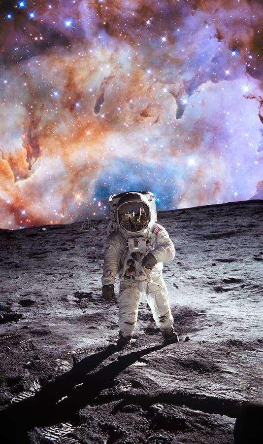 El primer hombre en la luna cosmonaut La foto tomada de la NASA libre illustration