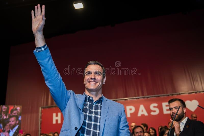 El primer ministro español y candidato de PSOE en las elecciones siguientes Pedro Sanchez en una conferencia de partido en Cacere fotografía de archivo libre de regalías