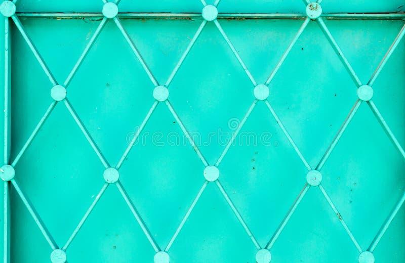 El primer tiró de puerta turca vieja verde del metal del modelo imágenes de archivo libres de regalías
