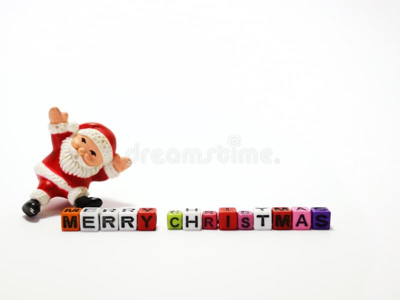 El primer y el tiro macro de Papá Noel con los bloques de la Feliz Navidad juegan imágenes de archivo libres de regalías