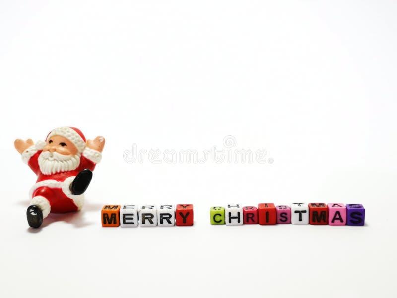 El primer y el tiro macro de Santa Claus con los bloques de la Feliz Navidad juegan foto de archivo libre de regalías