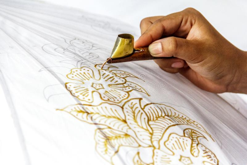 El proceso de hacer el batik imágenes de archivo libres de regalías
