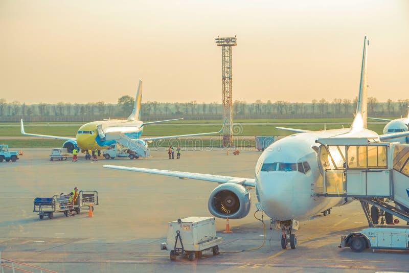 El proceso preparatorio en el aeropuerto en Kiev imagen de archivo libre de regalías