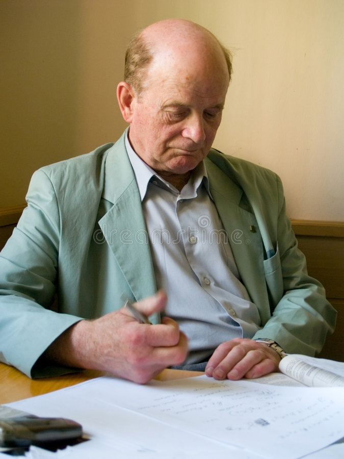 El profesor prepara la conferencia imagen de archivo libre de regalías
