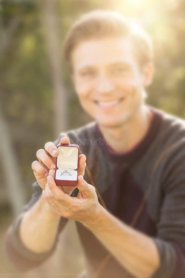 El proponer exterior del hombre fotos de archivo libres de regalías