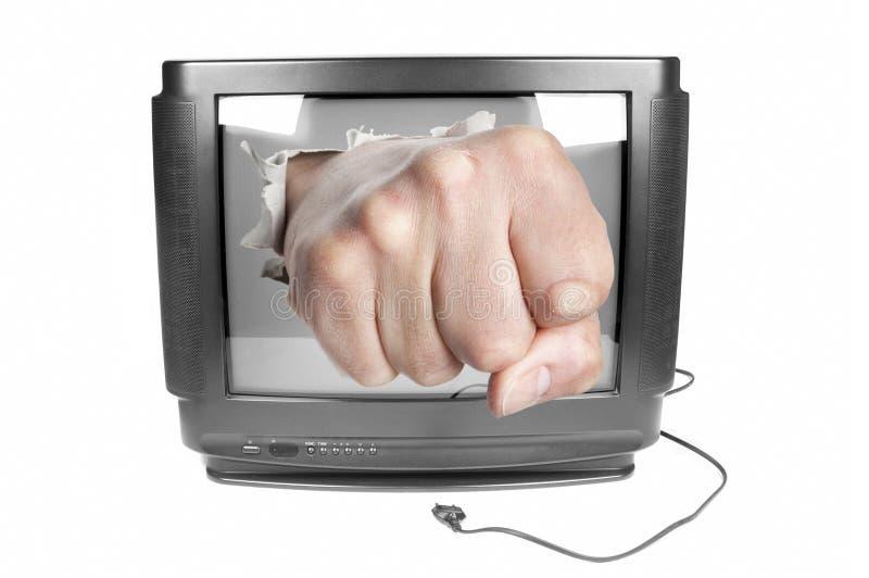 El puño rompe la pantalla de la TV fotografía de archivo