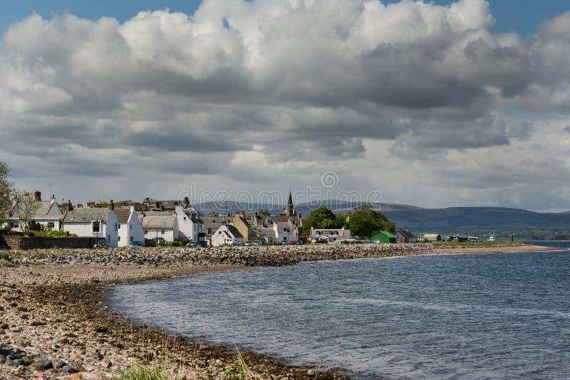 El pueblo de Cromarty en la bahía foto de archivo