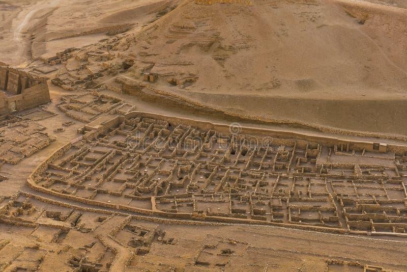 El pueblo de los trabajadores en Deir EL-Medina imagenes de archivo