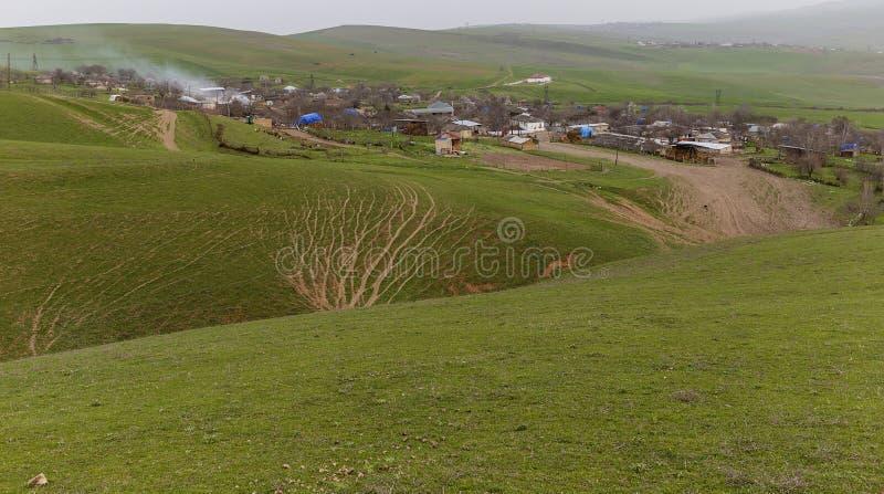 El pueblo es montañoso fotografía de archivo