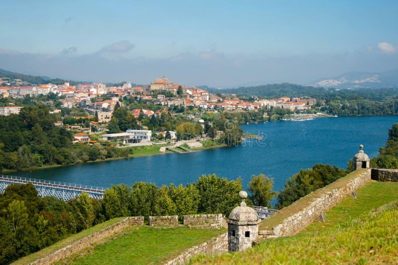 El pueblo hermoso, Valença hace Miño, Portugal El fuerte, el río y el cielo hermoso imágenes de archivo libres de regalías