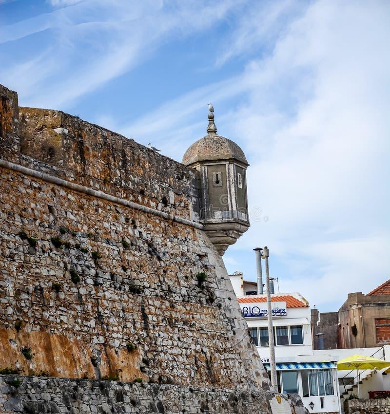 El pueblo pesquero anterior ganó fama como centro turístico para la familia real de Portugal en los fin del siglo XIX fotos de archivo
