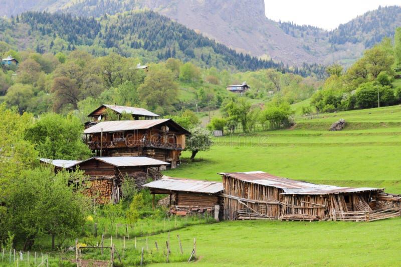 El pueblo tradicional contiene el savsat de Artvin imágenes de archivo libres de regalías