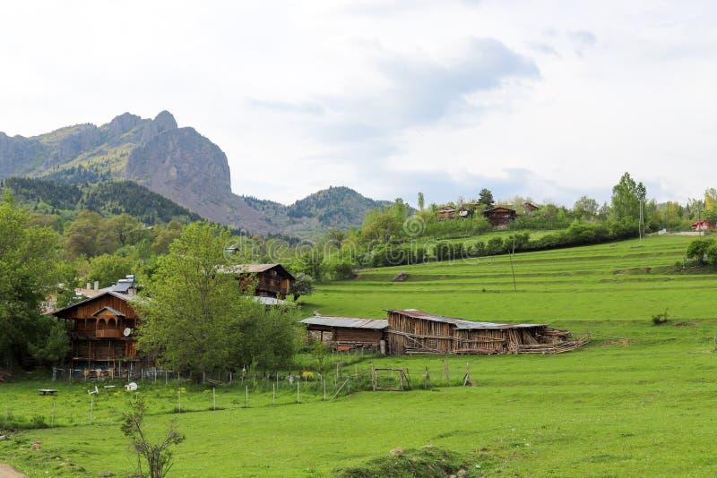 El pueblo tradicional contiene el savsat de Artvin fotos de archivo libres de regalías