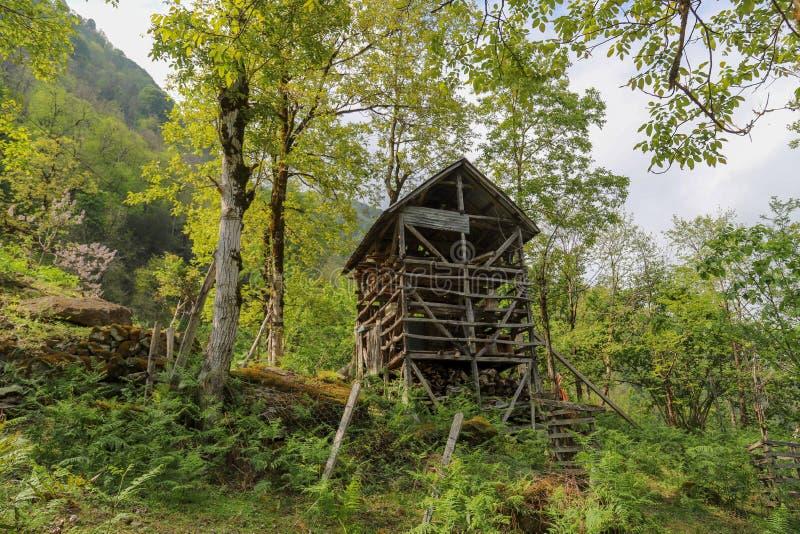 El pueblo tradicional contiene el savsat de Artvin imagen de archivo