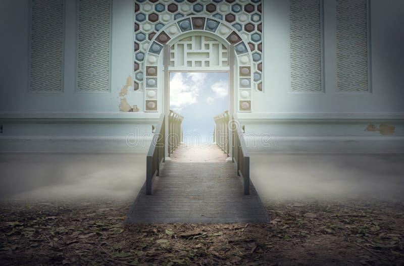 El puente al cielo o al día de fiesta del cielo imagen de archivo libre de regalías
