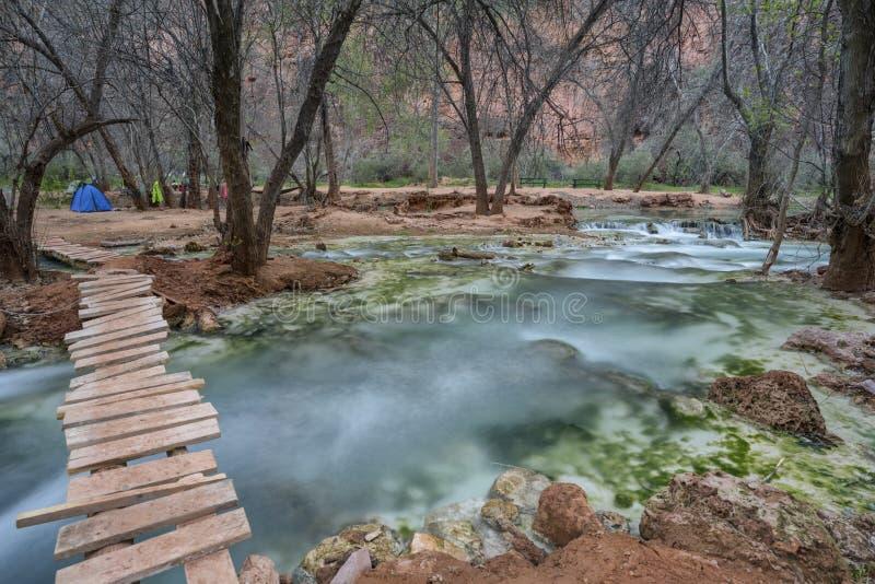El puente al paraíso, Havasu cae, Grand Canyon, Arizona imagen de archivo