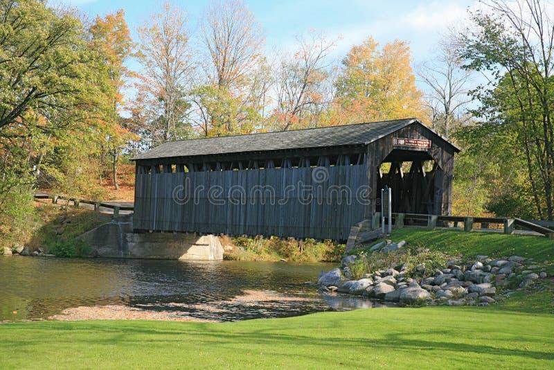 El puente cubierto foto de archivo