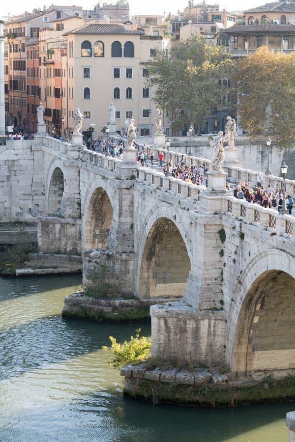 El puente de Ángel del ` de Ponte Sant fotos de archivo