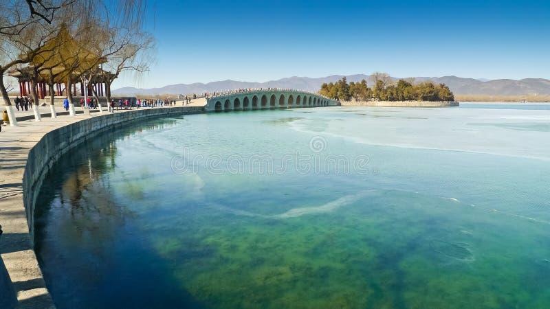 Puente de diecisiete arcos fotografía de archivo