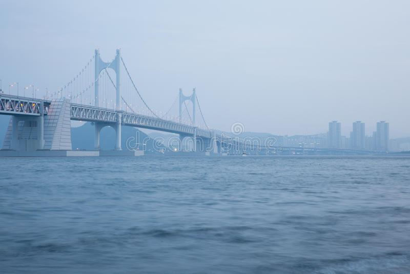 El puente de Gwangan, Busán, Corea del Sur fotos de archivo