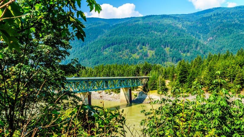 El puente de Harrington del diente en el barranco en Columbia Británica, Canadá de Fraser fotografía de archivo