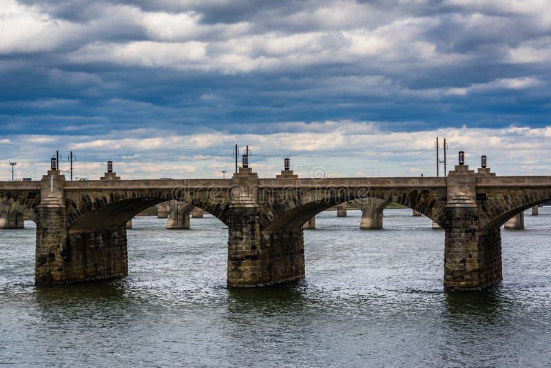 El puente de la calle de mercado sobre el río Susquehanna, en Harrisbu fotos de archivo libres de regalías