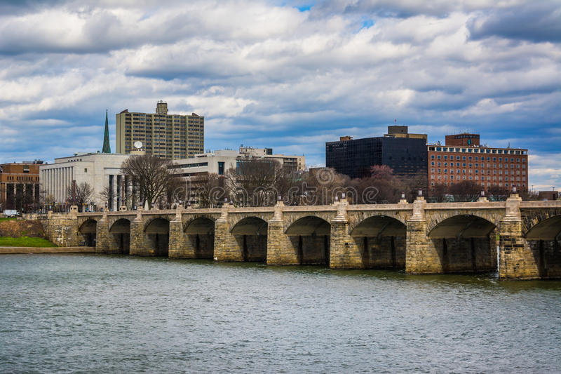 El puente de la calle de mercado sobre el río Susquehanna, en Harrisbu imagen de archivo libre de regalías