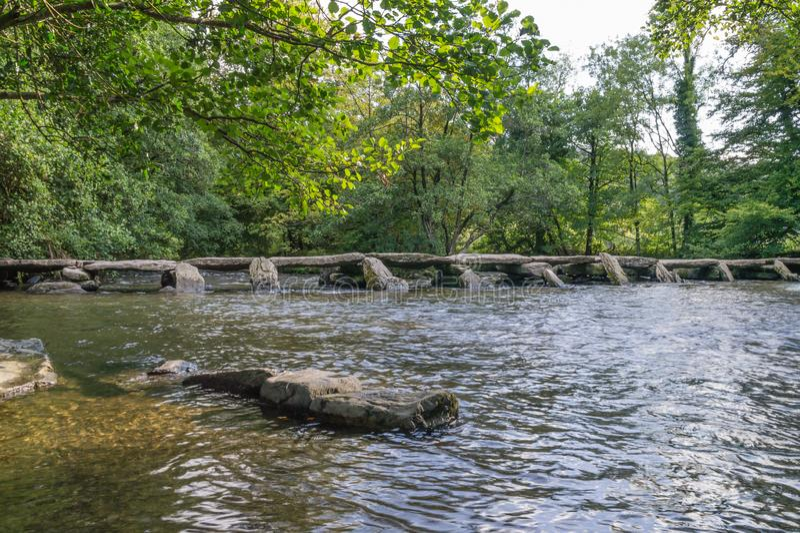 El puente de la chapaleta de los pasos de Tarr en Somerset imagen de archivo