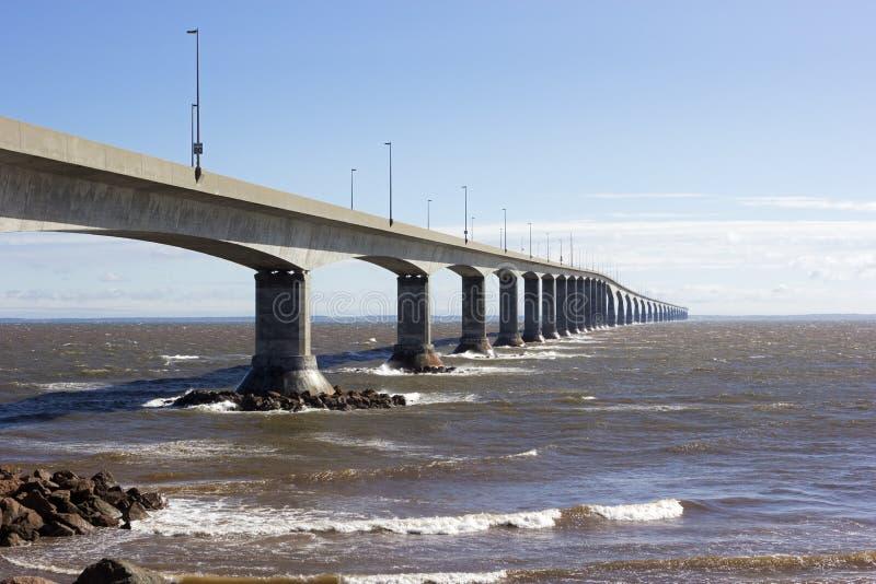 El puente de la confederación en Canadá fotografía de archivo