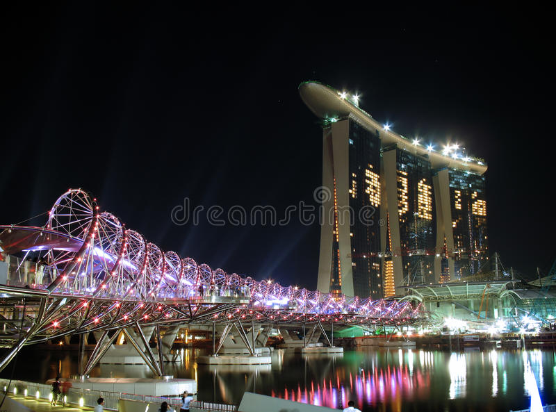 El puente de la hélice se abre imagenes de archivo