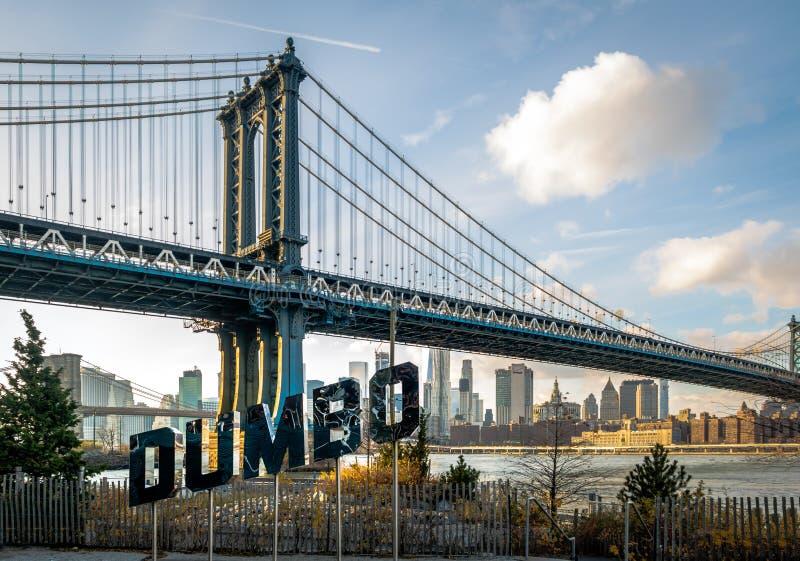 El puente de Manhattan y DUMBO firman - Nueva York, los E.E.U.U. fotografía de archivo libre de regalías