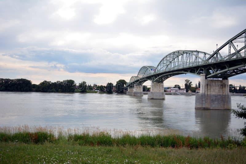 El puente de Maria Valeria que fotografía el lado húngaro foto de archivo libre de regalías