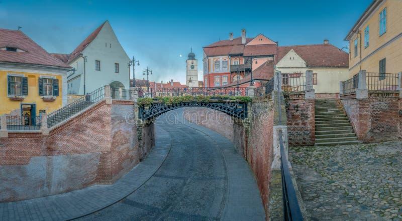 El puente de mentiras en el centro histórico región de Sibiu, Transilvania, Rumania foto de archivo libre de regalías
