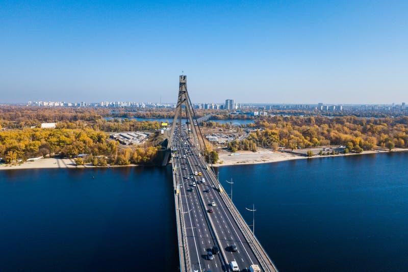 El puente de Pivnichniy en Kiev imagen de archivo libre de regalías