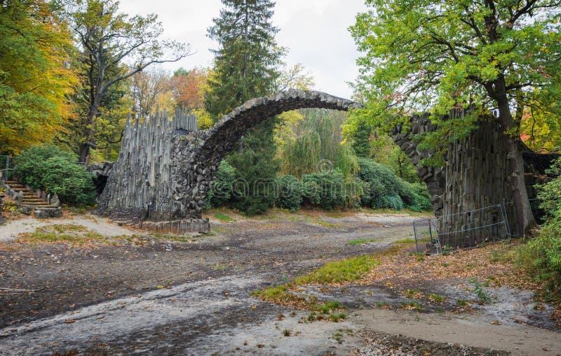 El puente del diablo histórico en Kromlau fotos de archivo libres de regalías