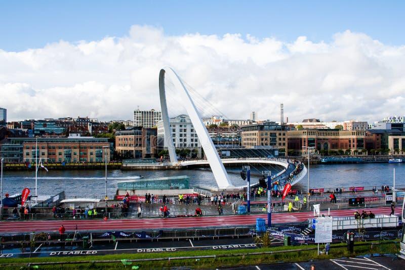 El puente del milenio en Tyne River foto de archivo libre de regalías