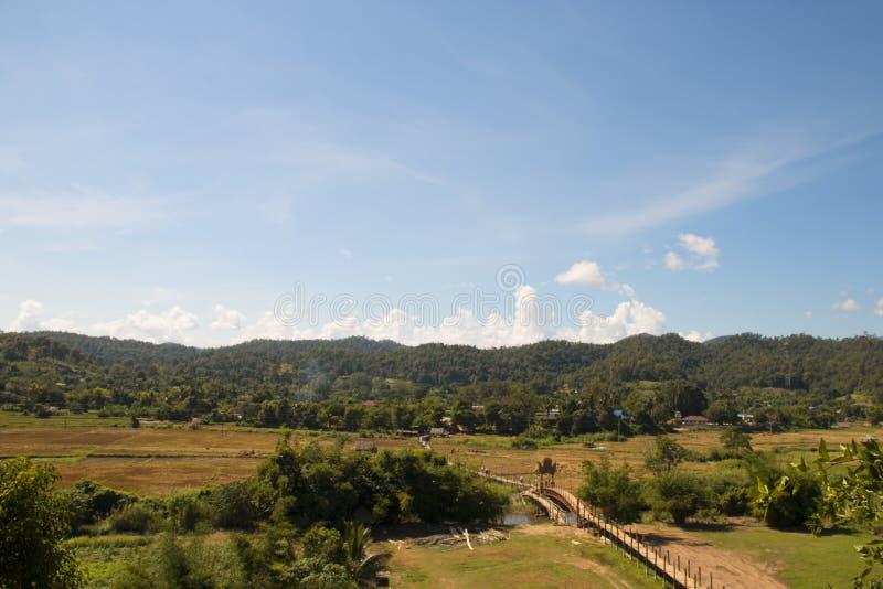El puente del Su Tong Pe se hace de bambú en la provincia Tailandia Asia sudoriental de Maehongson imagen de archivo