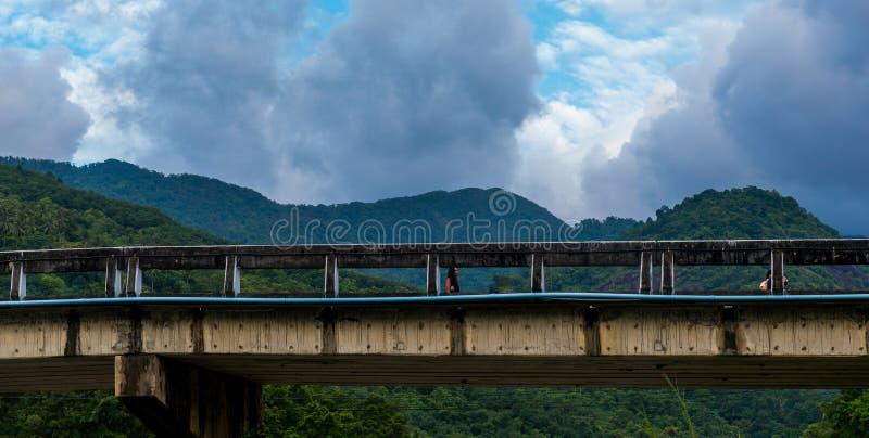 El puente en Kiriwong Tailandia fotografía de archivo libre de regalías