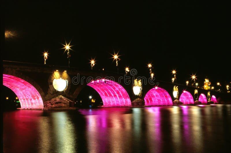 El puente en noche fotos de archivo