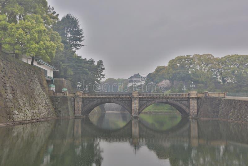 el puente en el palacio imperial japonés fotografía de archivo
