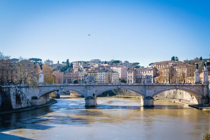El puente en Roma, Italia fotografía de archivo