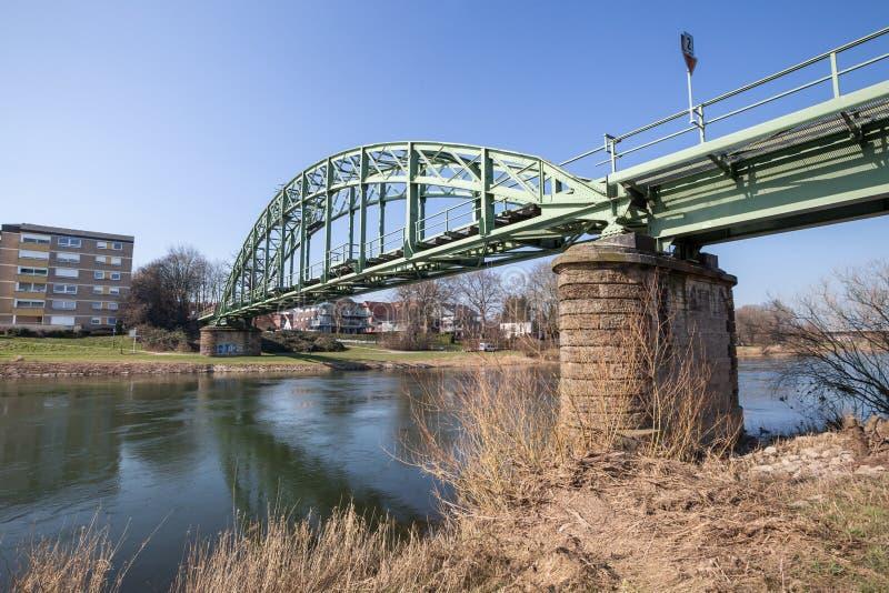 el puente ferroviario adentro minden Alemania imagen de archivo