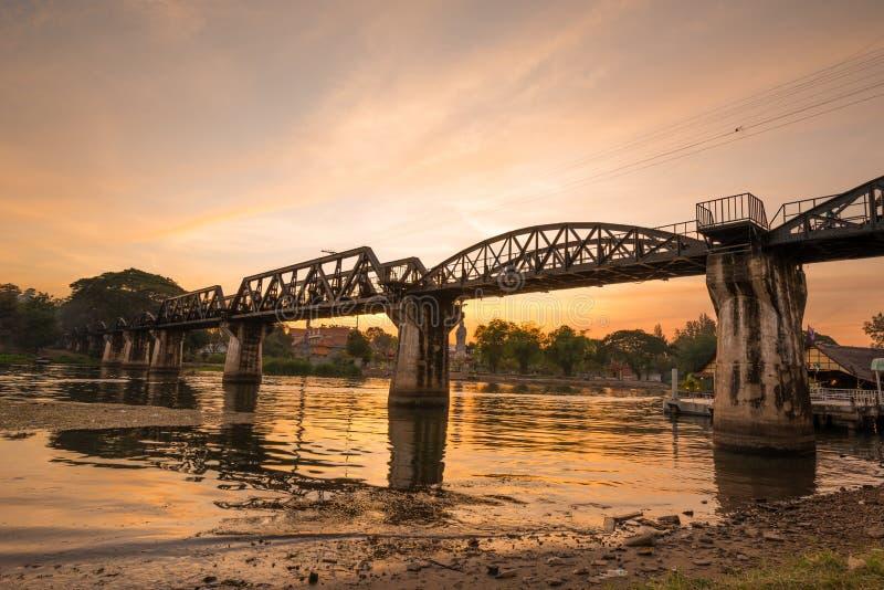 El puente ferroviario de la muerte sobre el río de Kwai foto de archivo libre de regalías