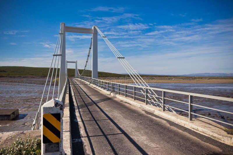 El puente sobre el río islandés Jokulsa un Fjollum fotografía de archivo