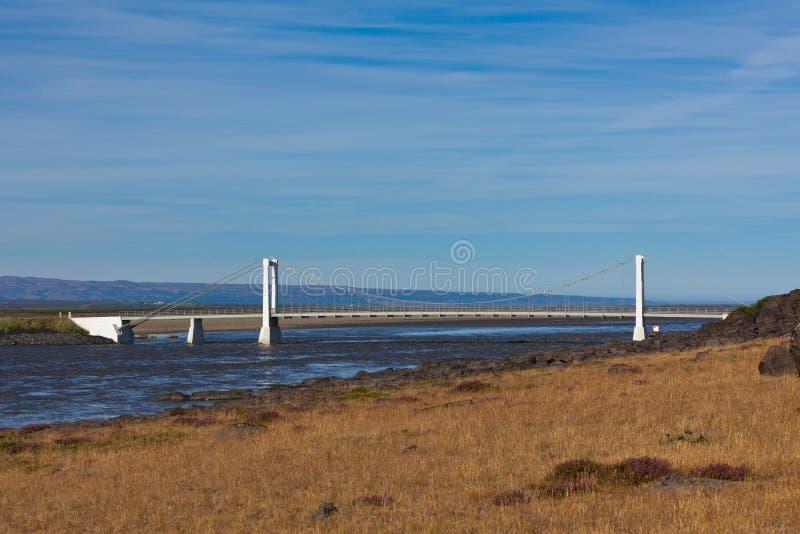 El puente sobre el río islandés Jokulsa un Fjollum imagen de archivo