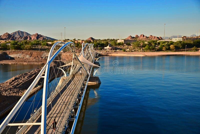 El puente a través del río de Tempe imagenes de archivo